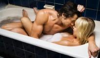 couple-taking-bubble-bath-wallpaper